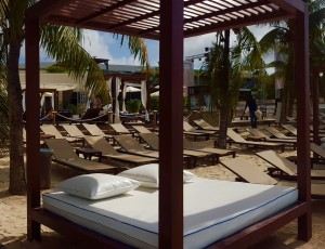 mambo beach lounge bed