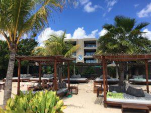 The Beach House op Mambo Beach